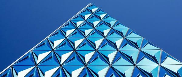 banner-pyramid-blue-sky