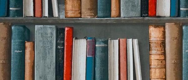 banner-library-shelf