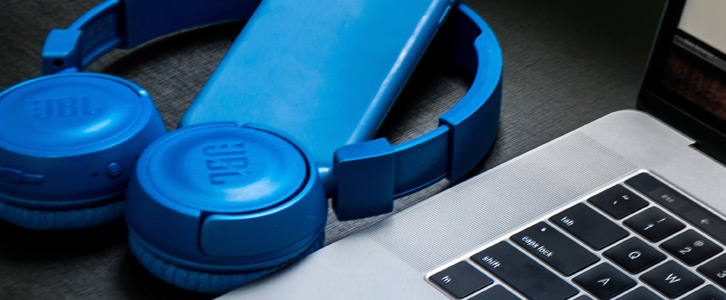banner-blue_headphones-laptop